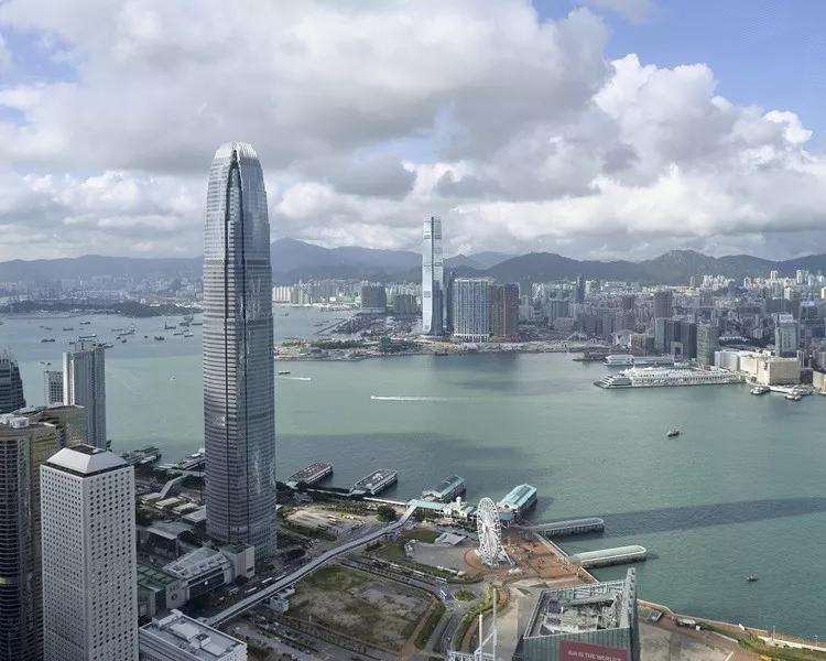 """上海pk香港,""""谁""""才是真正吸引老外的国际大都市?"""