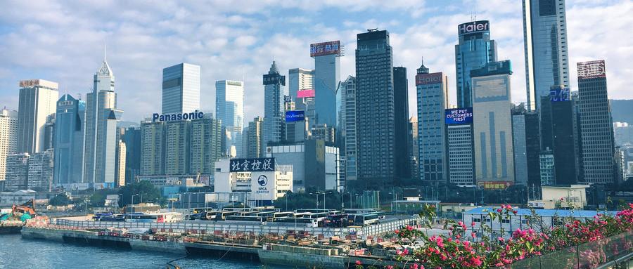 """在很多人眼中,香港不仅是个旅游购物圣地,更是打工者的天堂,薪水高、福利好,吸引很多内地朋友做""""港漂""""。"""