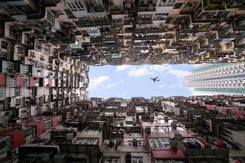 揭秘香港鲜为人知的另一面:5栋大厦居住超10000人!