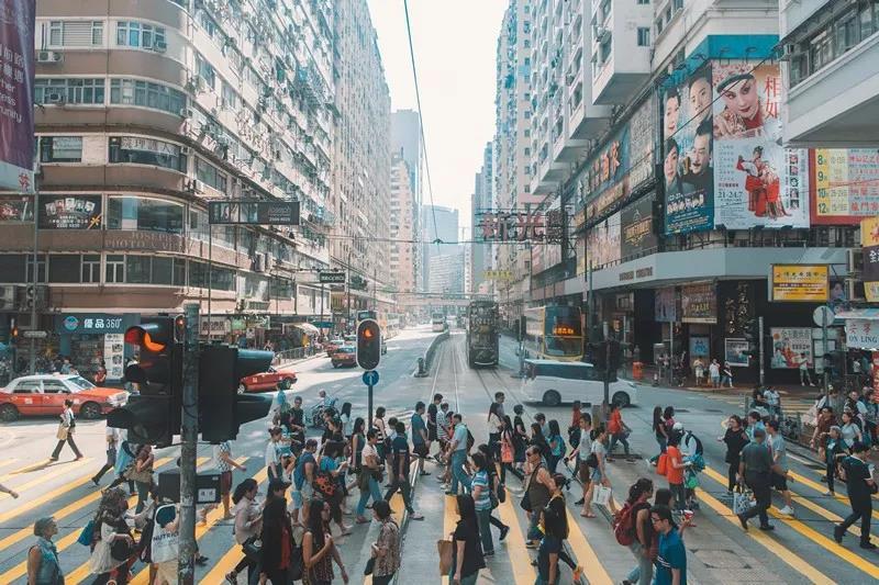 内地人在香港上班待遇超本地人!附香港移居三大宝典!