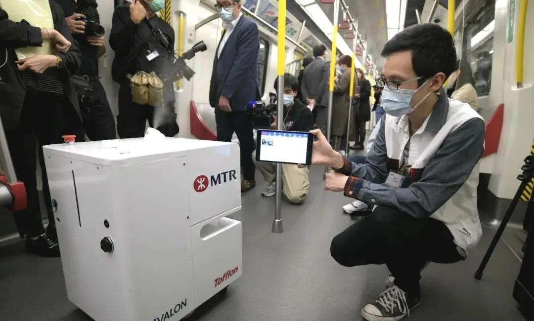 """重磅!香港将""""全面封关""""!港铁上演机器人消毒"""