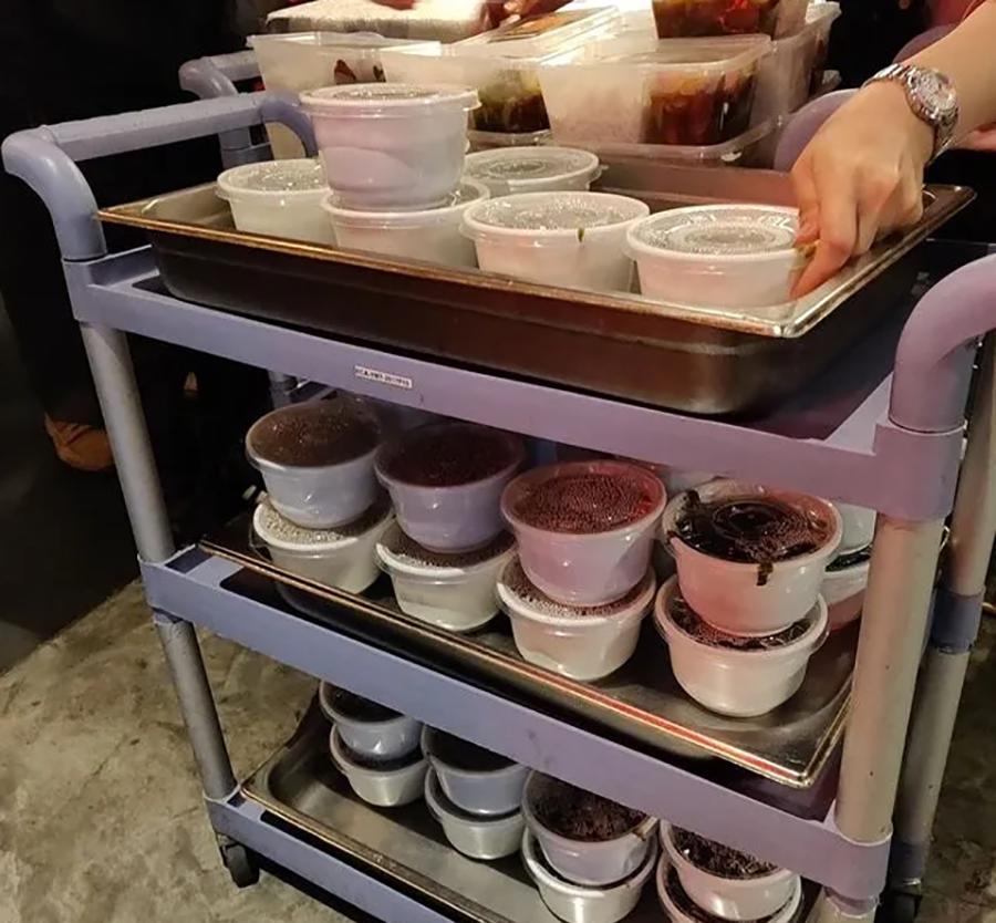 香港小记:餐馆免费派盒饭,九旬老伯因一碗汤惹哭网友
