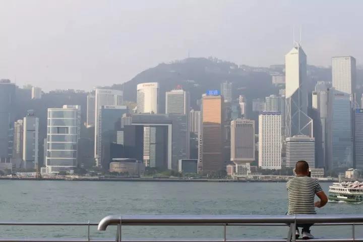 亲属办香港身份要什么条件?香港优才获批后要在香港居住吗?