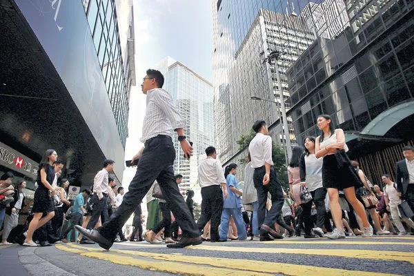 美国再次宣布制裁香港,国际竞争力下降,香港国际地位摇摇欲坠?